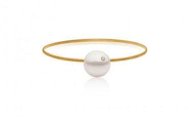 Priesme kollektionen ved navn Pearls and Diamonds er skabt med forgyldt sølv, perler og diamanter