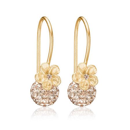 Øreringe fra Priesme smykker med pudderfarvede Swarovski krystaller udført i 24 karat forgyldt Sterling sølv med elegante og meget søde små blomster