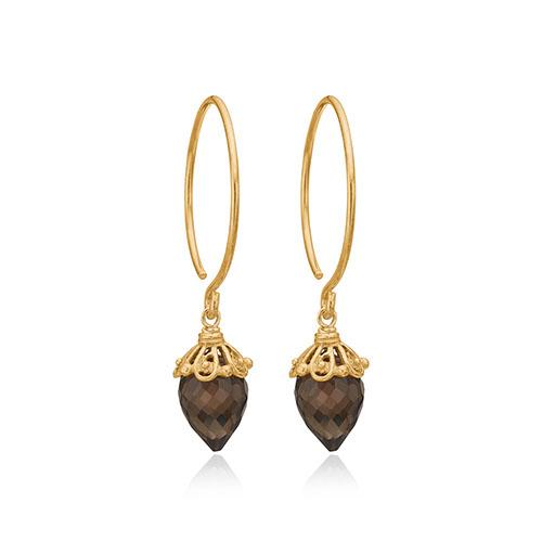 Hoops øreringe fra Priesme smykker med de elegante røgfarvet quartz ædelsten. Disse hoops øreringe er i 24 karat forgyldt 925 Sterling sølv