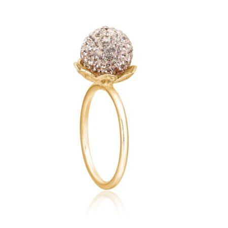 Ring fra Priesme i forgyldt Sterling sølv med smuk kugle besat med små lækre pudderfarvede Swarovski krystaller