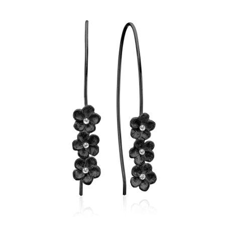 Ørebøjler med 3 smukke blomster i sort rhodineret sølv