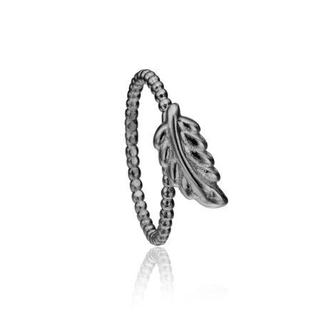 Priresme ring i sort sølv med elegant blad