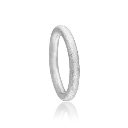 Priesme ring i satineret sølv
