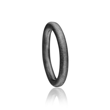 Sort rhodineret satineret Priesme ring