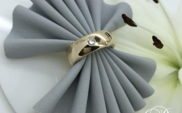 Unika ring i 14 karat guld med diamant