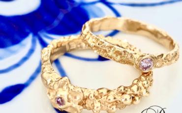 Guld ring i guld med smuk lyserød diamant
